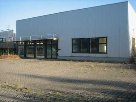 Bürokomplex mit separater Gewerbehalle im Lennetal