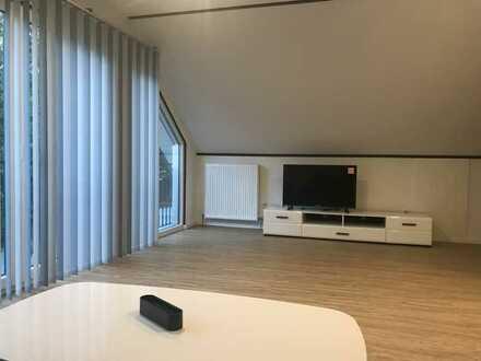 Exklusive, neuwertige 2-Zimmer-DG-Wohnung mit EBK in Erlenbach