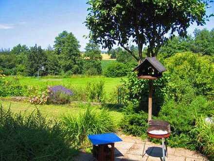 2,5-Zimmer-Wohnung mit EBK, eigenem Garten, zusätzlichem Keller & Hauswirtschaftsraum