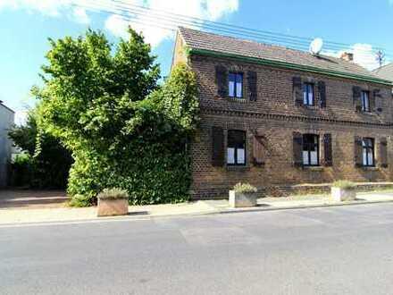 Idyllisches Bauernhaus mit Innenhof, Scheune und Nebengebäude, in ruhiger Dorflage