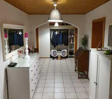 Gepflegte 4-Zimmer-Wohnung mit Balkon und Einbauküche in Lenggries