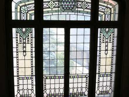Sanierte Jugenstilwohnung mit repräsentativen Räumen, Holzdielen, EBK, Balkon, Garten, ...