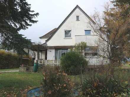 Einfamilienhaus für Handwerker auf großem Grundstück
