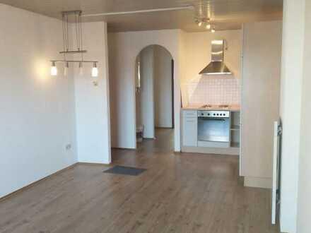 Attraktive 2-Raum-Hochparterre-Wohnung mit EBK und Balkon in Waldbronn