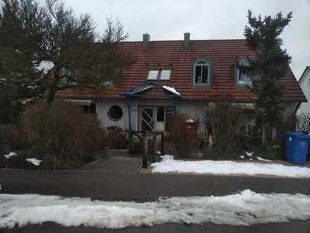 Vollständig renovierte 3-Zimmer-Wohnung mit Balkon und Einbauküche in Aindling