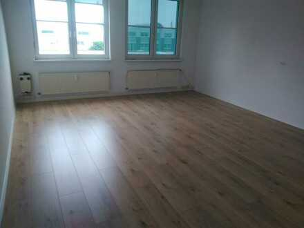 Attraktive Büros in Bodenheim zu vermieten mit neuem Laminatboden und neuer Küche