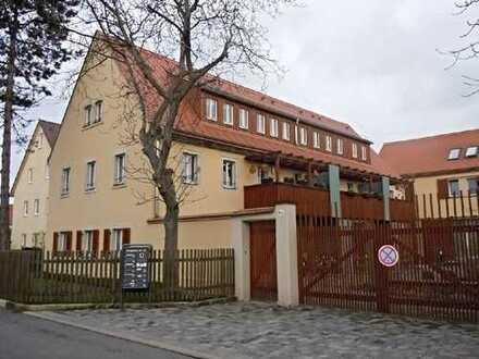 Ruhige und wunderschöne 3 Zimmer-Maisonette-Wohnung im sanierten Dreiseitenhof - Terrasse und Balkon