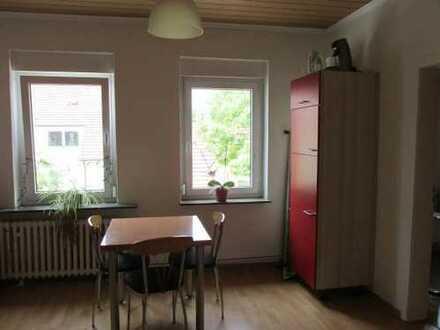 Großzügiges Zimmer, sehr großer Wohnbereich, 2 Badezimmer