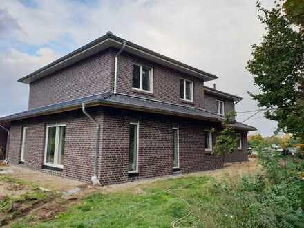 Stilvolle und moderne Doppelhaushälfte in Burgdorf Nord ( Erstbezug )