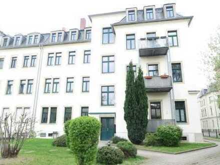 Hübsche helle 1RWG mit Laminat, Bad mit Fenster, EBK, Balkon zum Innenhof***