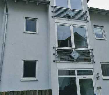 Gepflegte Dachgeschosswohnung mit zwei Zimmern und Balkon in Rümmelsheim