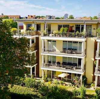 Renovierte, ruhige 2-Zimmer--Wohnung, barrierefrei, mit Gartenlage, Terrasse, optional Tiefgarage.