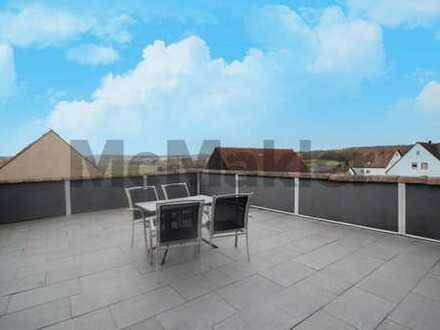 Über den Dächern von Heßdorf: Topgepflegte 3-Zi.-Whg. mit großer Dachterrasse nahe Erlangen