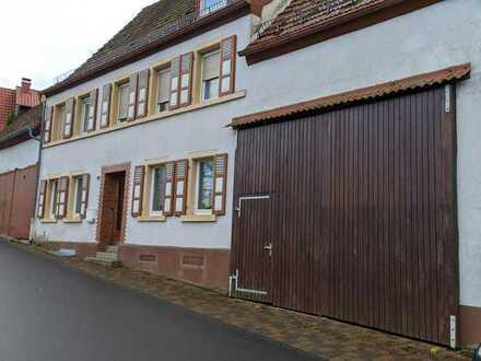 Gemütliches Bauernhaus mit Nebengebäude in Dannenfels