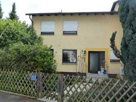 Renovierungsbedürftige Doppelhaushälfte mit Garten in Ingolstadt-Kothau