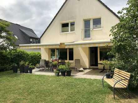 Schönes Haus mit großem Garten und Pool in Stürzelberg