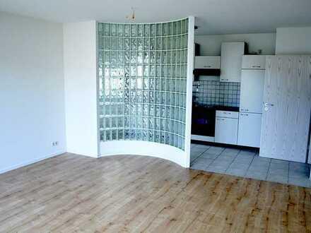 Gepflegte Wohnung mit zwei Zimmern sowie Balkon und Einbauküche in Bühl