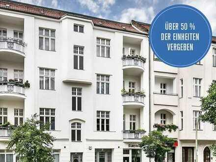 Vermietete Gewerbeeinheit mit kompakter Ladenfläche und großer Fensterfront