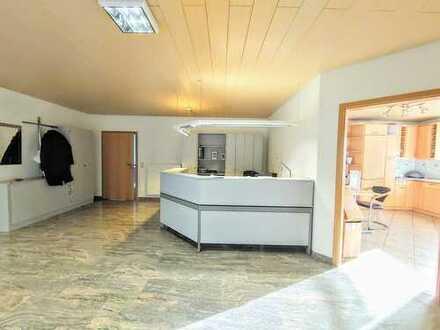 PROVISIONSFREI !!Repräs. Büro/Wohn/Praxisgebäude mit viel Lagerkapazität auf gr. Grundstück
