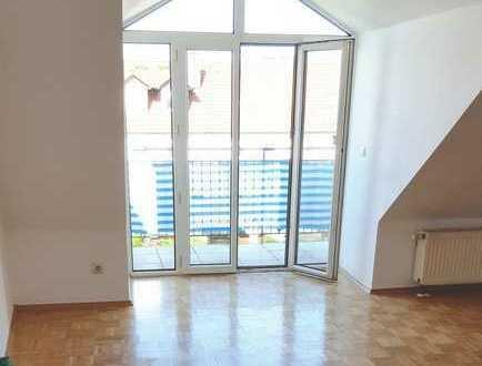 Sonnige 2 Zimmer-Wohnung mit Balkon und Garage.