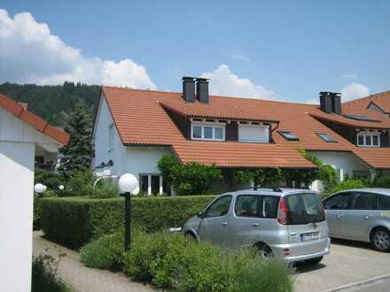 Reihenmittelhaus mit Gartenanteilen und Garage