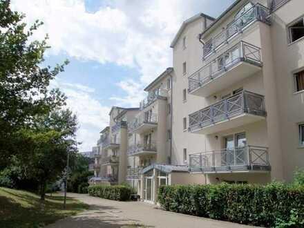 Schöne 2-Zimmer-Wohnung mit Aufzug, Balkon und Einbauküche in Leonberg