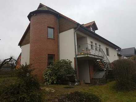 Zweifamilienhaus m. Doppelgar., 2 Stellpl., Garten-/Gästehaus + optional angrenzendem Baugrundstück