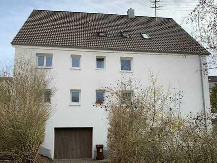 Wohnung inklusive Stellplatz, teilsaniert 2011, sofort frei!