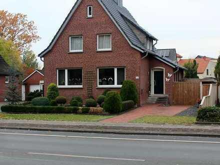 ***Europa-Makler*** Gemütliches, charmantes EFH mit Garage und großem Garten gelegen in Gronau!!!