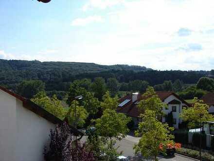 Stilvolle, gepflegte 3-Zimmer-Maisonette-Wohnung mit Balkon und EBK in Leonberg