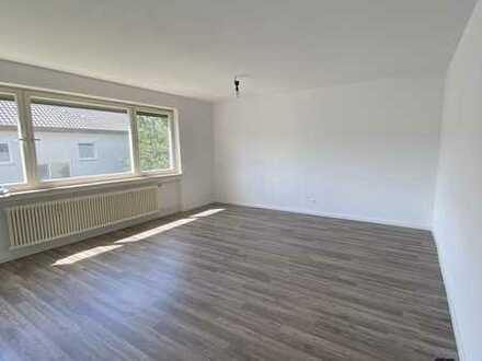 Helle und geräumige 4 Zi. Wohnung mit Balkon und Stellplatz