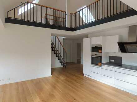 Neuwertige 3,5-Zimmer-DG-Wohnung mit Balkon und Einbauküche in Altensteig