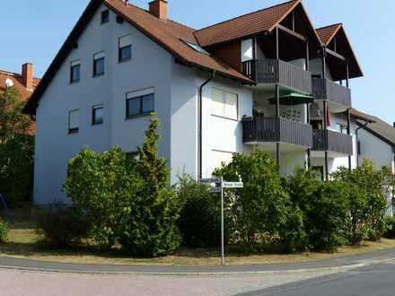 Helle sonnige Wohnung EG links mit großzügiger Loggia Balkon in ruhiger Lage mit Bushaltestelle