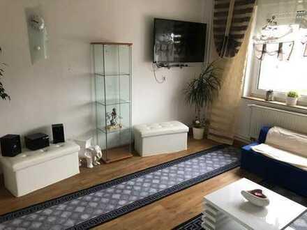Zimmer 16pm möbliert,Bus/ Straßenbahn 1 min entfernt, Fernseher Tel, Bad , Küche, ruhige Lage