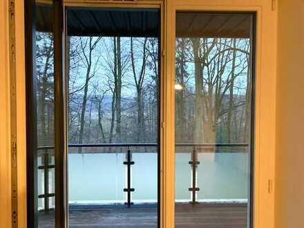 Im Grünen am Blauen: Sehr gut ausgestattete Wohnung. Mit Balkon zum Alsterlauf.