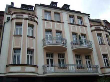 Großzügige 6-Zimmeraltbauwohnung mit Lift im Zentrum