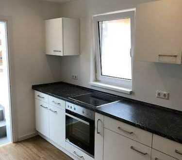 Schöne, luxuriöse 2 Zimmer-Wohnung mit Einbauküche und großer Terrasse