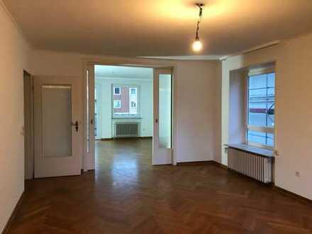 frisch renovierte 3 ZKB-Wohnung mit Balkon und Loggia in Bestlage