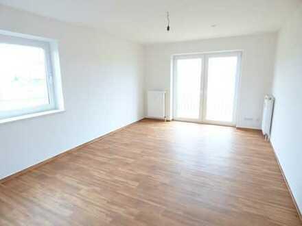 Erstbezug nach Sanierung - Große 3 Raum Wohnung in grüner Umgebung zu vermieten.