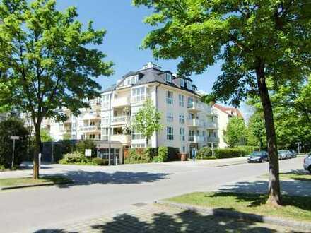 Schöne 3-Zimmer-Dachterrassen-Wohnung mit Balkon und Einbauküche in Pasing, München