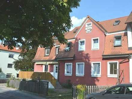 Etwas ganz Besonderes mit Charme!   Mehrfamilienhaus mit 3 Wohnungen in ruhiger Lage von Schwabach