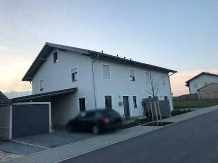 Neuwertige Doppelhaushälfte in Osterhofen-Altenmarkt