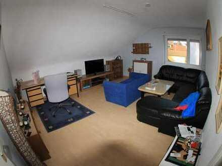 Unmöblierte Zimmer mit schöne Aussicht in zweier WG. Bequeme Küche und schöne Wohnzimmer mit dem bes