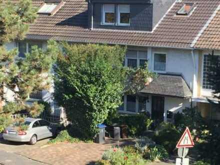 Brühl - Gepflegtes Mehrgenerationenhaus mit Kfz.- Stellplätzen in bester Lage.