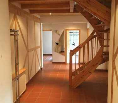 Gepflegte 4-Zimmer-DG-Wohnung mit Balkon in Berg (Pfalz)