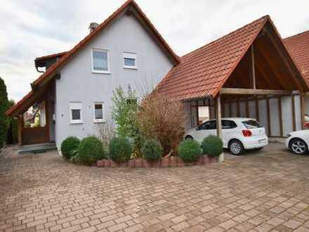 Freistehendes Architektenhaus mit EBK, schönem Garten und Doppelcarport in gepflegter Wohngegend