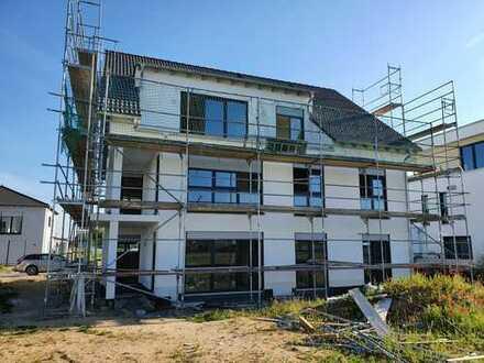 Erstbezug: 4-Zimmer-Wohnung mit Terrasse (EG) in Hochheim in Dreiparteienhaus