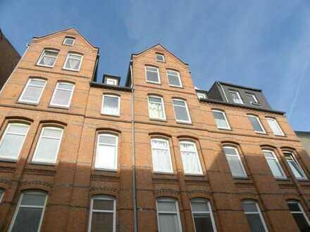 Großzügige & helle 2-Zimmer-Altbauwohnung in zentrumsnaher Lage