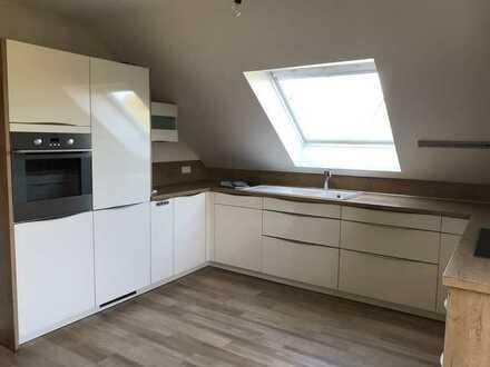 Schöne, helle, gepflegte 3 Zimmer - DG - Wohnung mit EBK und 2 Balkonen in Oberhausen