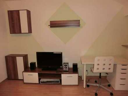 Fully Furnitured / Komplett Möblierte 2,5-Zimmer-Wohnung mit Einbauküche in Stuttgart